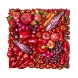 Fyrkant av röda frukter och grönsaker royaltyfria bilder