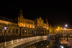 Fyrkant av Spanien på natten i Seville, Spanien arkivfoton