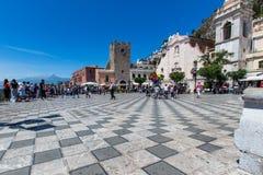 Fyrkant av Taormina Sicilien arkivbild
