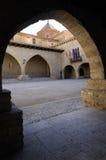 Fyrkant för El Cristo Rey, Cantavieja, Maestrazgo, Teruel landskap, Aragon, Spanien arkivbild