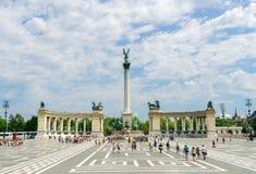 Fyrkant för ` för turistträngselhjältar i Budapest, Ungern royaltyfri foto