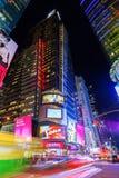 Fyrkant för gataplats tidvis på natten i Manhattan, New York City Arkivfoto