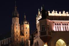 fyrkant för krakow huvudnatt s Arkivfoton
