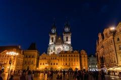 Fyrkant för stad för Prague ` s gammal på natten i sommaren arkivbilder