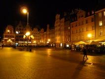 Fyrkant för Wroclaw gammal stadmarknad på natten Royaltyfri Foto