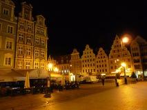 Fyrkant för Wroclaw gammal stadmarknad på natten Fotografering för Bildbyråer
