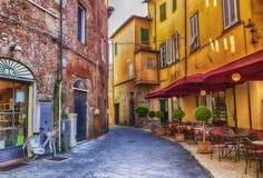 Fyrkant i den gamla staden Lucca, Italien fotografering för bildbyråer