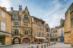 Fyrkant i Sarlat-la-Caneda, Frankrike royaltyfri foto