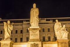 Fyrkant Kiev Ukraina för St Andrew Queen Olga Statues Mikhaylovsky Arkivfoton