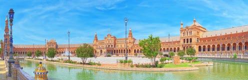Fyrkanten av Spanien är en fyrkant i Maria Luisa Park, i Sevi royaltyfria bilder