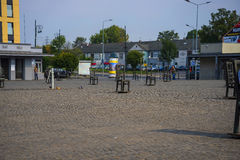 Fyrkanten av tomma stolar i Krakow Polen Royaltyfria Foton