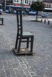 Fyrkanten av tomma stolar i Krakow Polen Arkivfoto