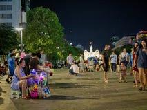 Fyrkanten in från av stadshuset i den Saigon staden arkivbilder