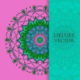 Fyrkanten inviterar mallen Vektorinbjudan med mandaladesignbeståndsdelen Rund blommaprydnad Dekorativt tappningtryck Lyxig flo Arkivbilder