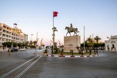 Fyrkanten med monumentet till Habib Bourguiba nära Medina Royaltyfri Bild