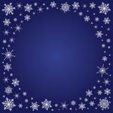 Fyrkantig djupblå bakgrund med snöflingaramen Arkivfoto