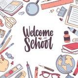 Fyrkantig kortmall med välkommet märka för skola som är handskrivet med den eleganta kursiva calligraphic stilsorten och dekorera vektor illustrationer