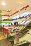 Fyrkantig shoppinggalleria för tid arkivbild