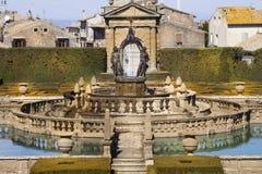 Fyrkantig springbrunn- och Manneristträdgård Lazio Italien Arkivbilder