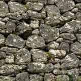 Fyrkantig textur av den naturliga stenväggen royaltyfria foton