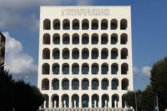 Fyrkantiga Colosseum i EUR-området i Rome, Lazio, Italien Royaltyfria Bilder