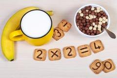 Fyrkantiga kakor med chokladtal på dem isolerade på vit Arkivbild