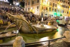 Fyrkantiga Piazza di Spagna, springbrunnFontana della Barcaccia i Rome Royaltyfria Bilder