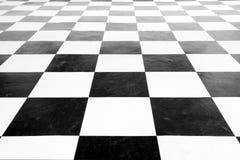 Fyrkantigt svartvitt golv för tappning Arkivbilder