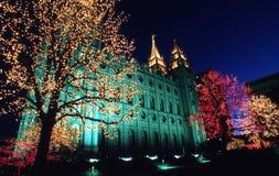 fyrkantigt tempel för jullampor Arkivbild