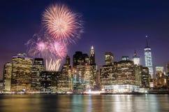 Fyrverkeri över den Manhattan ön, New York Arkivbild