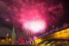 Fyrverkeri över Moskva. Ryssland Royaltyfri Foto