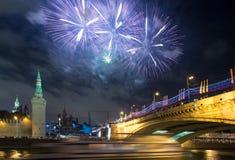 Fyrverkeri över Moskva. Ryssland Arkivbild