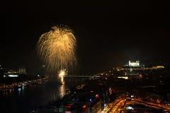 Fyrverkeri Bratislava för nytt år Arkivbilder