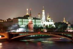 fyrverkeri kremlin moscow nära Royaltyfria Bilder