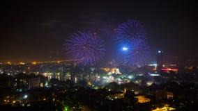Fyrverkeri på den 60th dagen för Hanoi befrielse på Hoan Kiem sjön, Hanoi, Vietnam Royaltyfria Foton