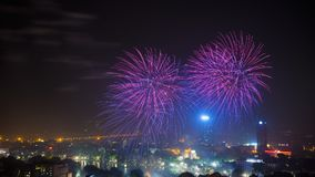Fyrverkeri på den 60th dagen för Hanoi befrielse på Hoan Kiem sjön, Hanoi, Vietnam Royaltyfri Foto