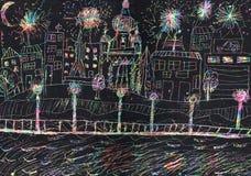 Fyrverkeri som upp tänder natthimmel i staden Royaltyfri Foto