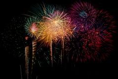 Fyrverkeriberöm på natten på utrymme för nytt år och kopierings- abs Arkivfoton