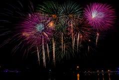 Fyrverkeriberöm på natten på utrymme för nytt år och kopierings- abs Royaltyfri Foto