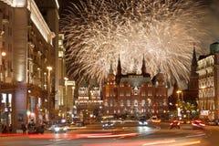 Fyrverkerier över Moskva, Tverskaya gata Fotografering för Bildbyråer
