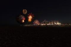 Fyrverkerier över Santa Monica Pier Arkivfoton