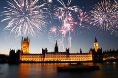 Fyrverkerier över slott av Westminster Arkivfoto
