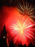 fyrverkerier över slotten som sparkling Fotografering för Bildbyråer