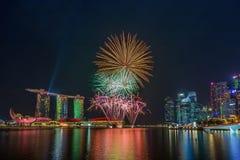 Fyrverkerier av berömmar SG50 i Marina Bay, Singapore Arkivbild