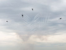 Fyrverkerier för lansering Mi-28 på en airshow Fotografering för Bildbyråer