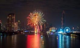 Fyrverkerier för nytt år i Bangkok, Thailand Royaltyfri Bild