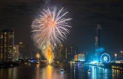 Fyrverkerier för nytt år i Bangkok, Thailand Fotografering för Bildbyråer