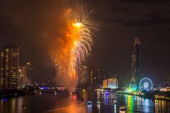 Fyrverkerier för nytt år i Bangkok, Thailand Royaltyfri Fotografi