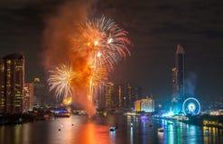 Fyrverkerier för nytt år i Bangkok, Thailand Royaltyfria Bilder
