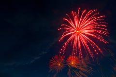 Fyrverkerier fem - fem fyrverkerier spränger på 4th av Juli beröm i Förenta staterna Arkivfoto